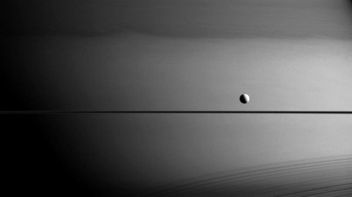 Saturn-studying spacecraft snaps awesome image of planet's moon Dione