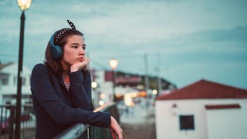 Sad song aficionados, the 'my headphones' meme is for you