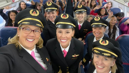 All-women crew flies 120 girls to NASA to promote gender equality in aviation - Culture