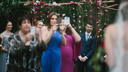 Photographer's spot-on rant begs for phone-free weddings