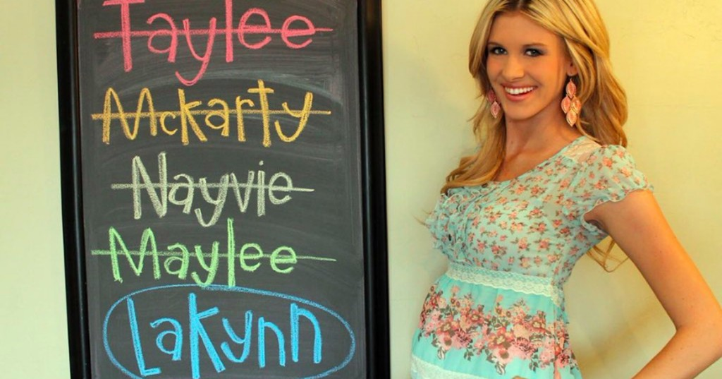 Twitter thread asks how your name would be spelled like the chalkboard baby name meme