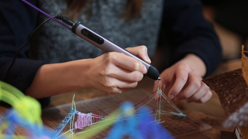 This 3D printing pen allows you to draw in thin air