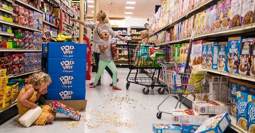 Photographer captures the beautiful chaos of parenting