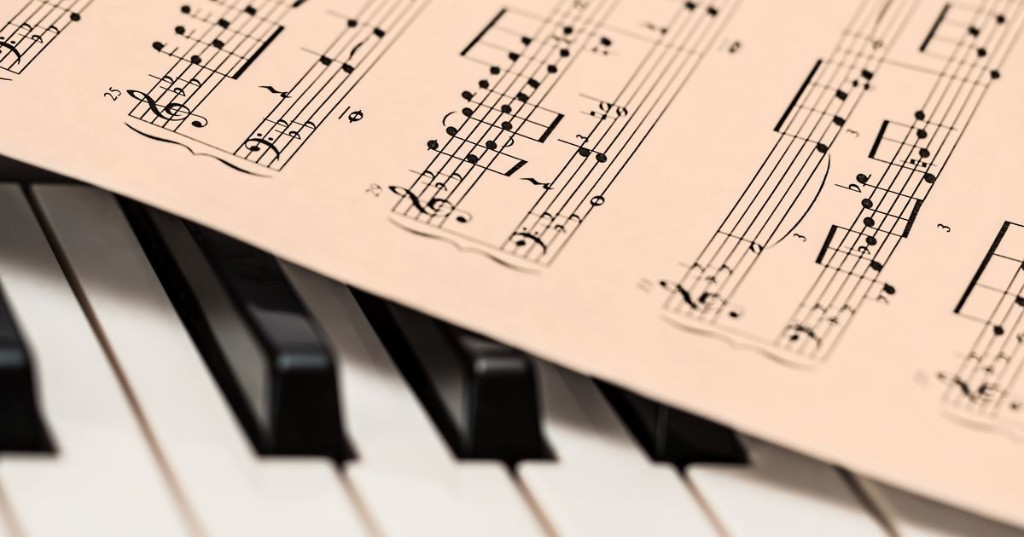 Learn to play the piano like a pro with this online class