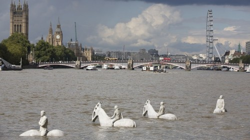 4 ghostly horsemen are striding through the Thames to warn of climate change