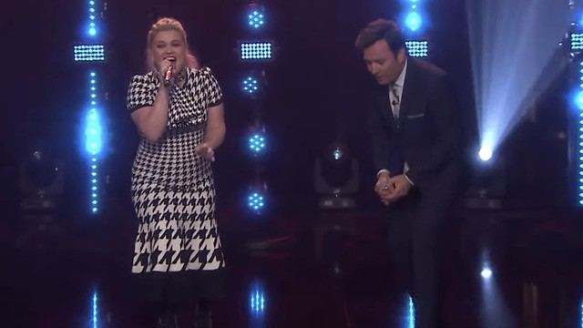 Kelly Clarkson absolutely slays Jimmy Fallon's 'Beat Battle' with breathtaking vocals