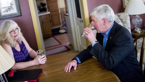 Michigan governor pledges to drink Flint water for a month