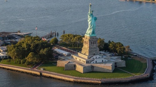 Judge trying the Statue of Liberty climber wants to make the climb too