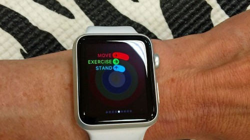 Apple Watch shipped over 50% of smartwatches in 2015, report says
