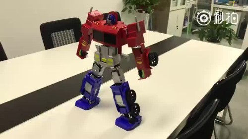 Watch this amazing Optimus Prime toy actually transform on its own