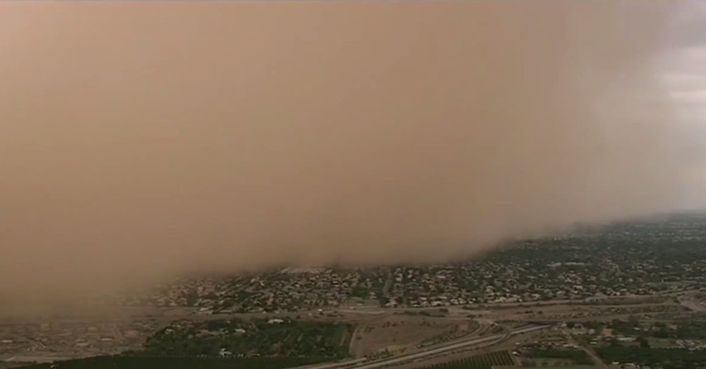 Dust storm blasts Phoenix, turns midday into dusk