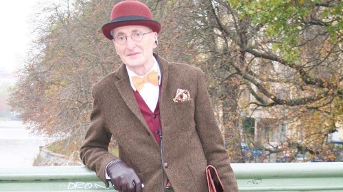 This elder hipster is way more fashionable than you