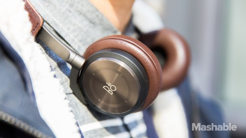 B&O BeoPlay H8: Fancy wireless headphones with slick gesture controls