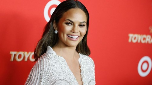 Chrissy Teigen accidentally showed her nipple on Snapchat and handled it like a champ