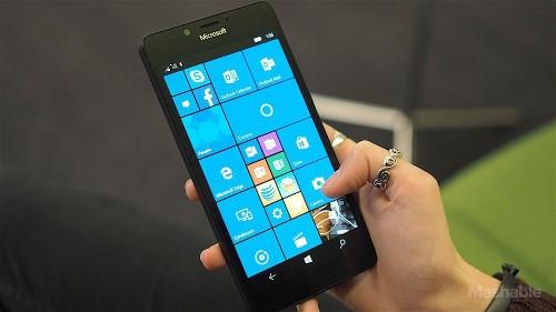 Microsoft Lumia 950 transforms into a PC, but should you care?