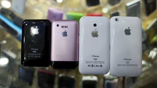 6 counterfeit iPhones from Chinese manufacturers