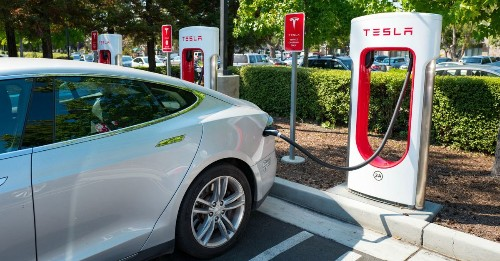 Elon Musk explains why you shouldn't charge your Tesla battery to 100%