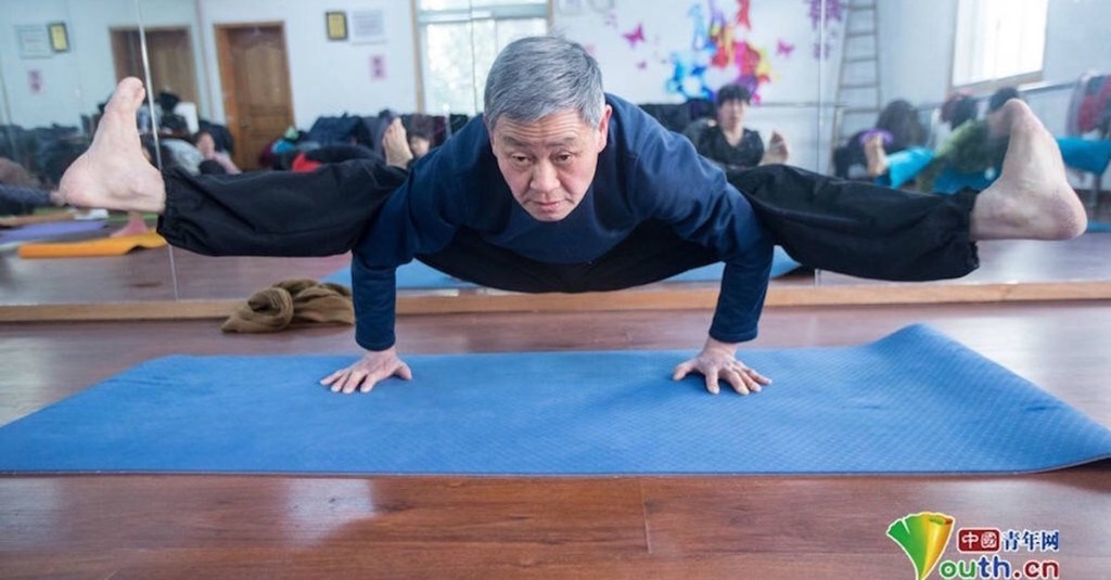 This 72-year-old grandfather's yoga moves will put yours to shame