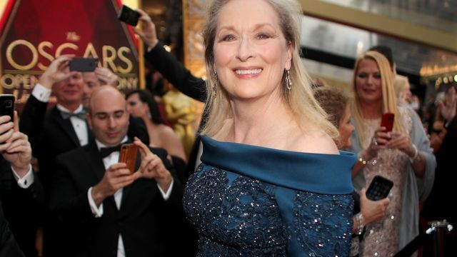 Meryl Streep's hilarious reaction to that Oscars mix-up is the perfect meme for 2017