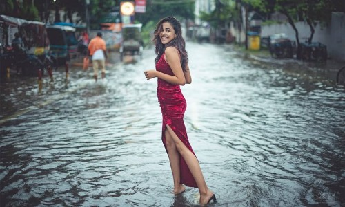 Woman Posing In Flooded Streets Of Patna Invites Trolls Of All Kinds!