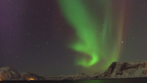 Mysterious Crunch In The Earth's Magnetic Field Created A New Kind Of Aurora - Science