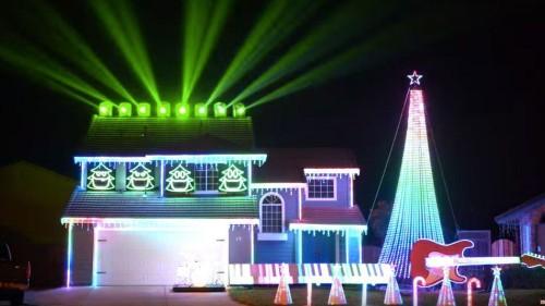 70,000 Christmas lights set to the music of 'Star Wars'