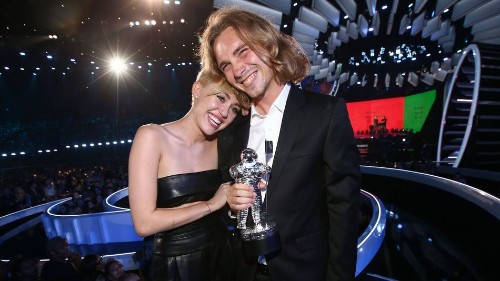 MTV Had No Idea a Homeless Man Would Accept Miley Cyrus' Award