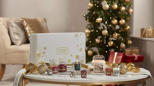This Yankee Candle Christmas gift set is about as festive as it gets