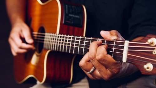 Take online guitar lessons from an expert for less than $10