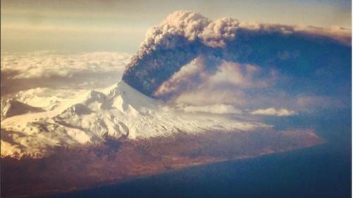 Alaska volcano propels ash more than 20,000 feet into the air