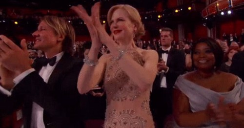 Nicole Kidman has a pretty legit excuse for her weird seal clap at the Oscars