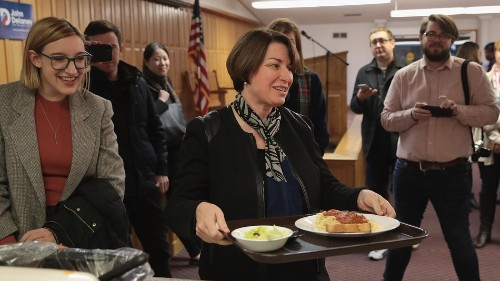 Amy Klobuchar apparently ate salad with a comb and then made her staff clean it