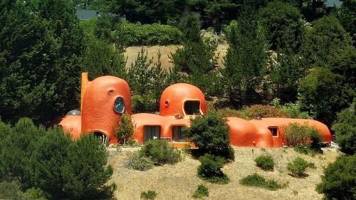 Lame killjoys want California's 'Flintstones' house declared a public nuisance