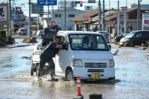 9 photos that show Typhoon Hagibis' destruction