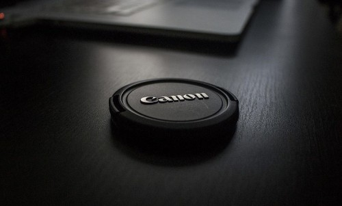 Canon Patents A Lens Cap That Is Impossible To Lose
