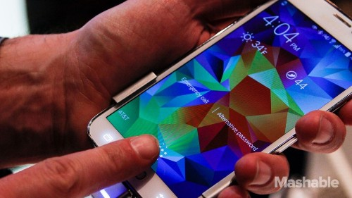 A Fingerprint Can Unlock All Your Passwords on the Samsung Galaxy 5