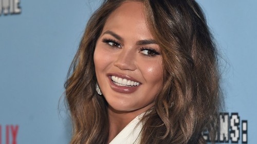 Chrissy Teigen accidentally leaks her own email address on Twitter, styles it out perfectly