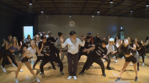 Psy practicing with his backup dancers is downright mesmerizing