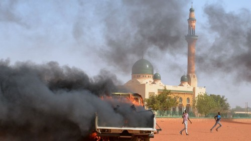 Charlie Hebdo protesters in Niger set churches on fire, 4 dead