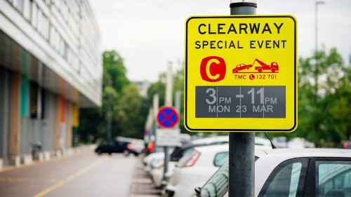 'World first' electronic ink traffic signs trialled in Australia