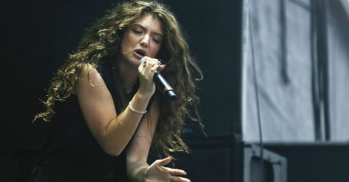 Lorde donates $10,000 to a New Zealand family in need