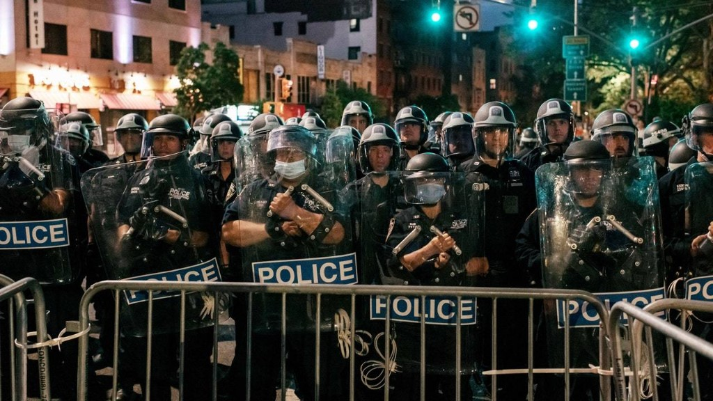 """""""Kettling"""" Is Supposed to Defuse Protests—Instead, It Does the Opposite"""