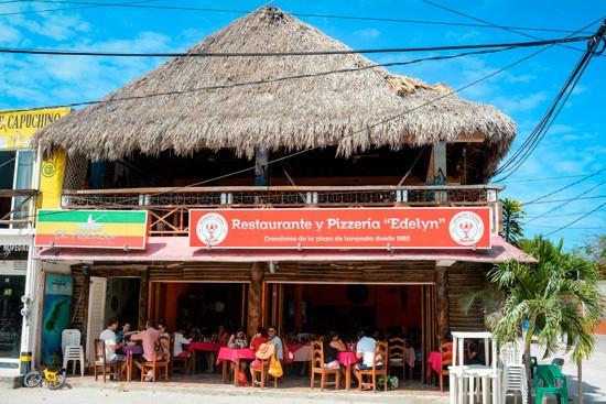 Holbox, el lugar donde nació la pizza de langosta | México Desconocido