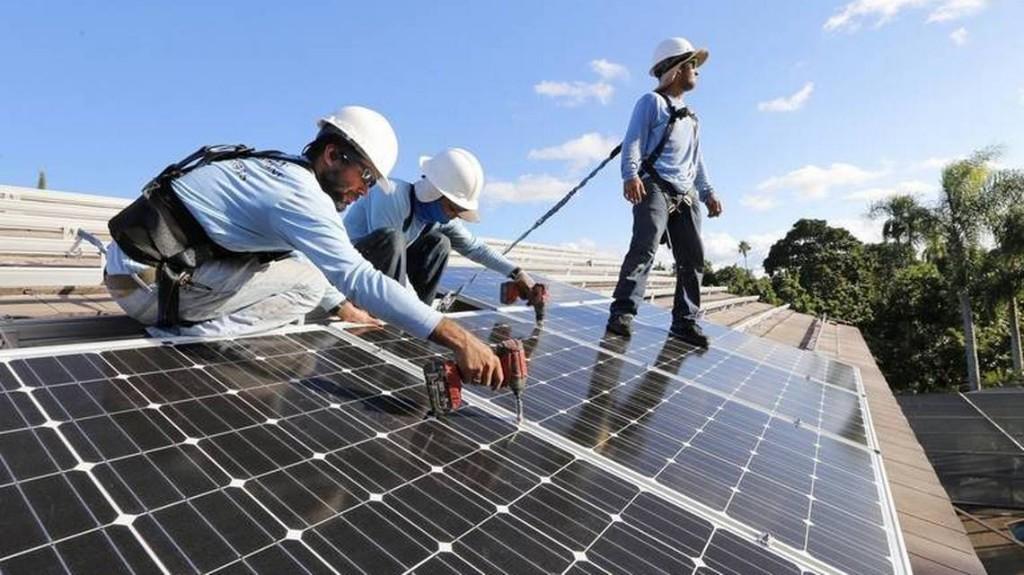 Legislator opens door for regulators to weaken rule that helps rooftop solar market