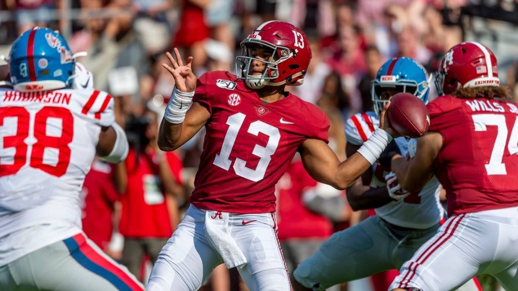 Here's the advice that Dwyane Wade gave Tua Tagovailoa about handling fame in Miami