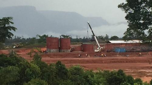 Despite U.S. sanctions, a South Florida businessman is linked to Venezuela's gold industry