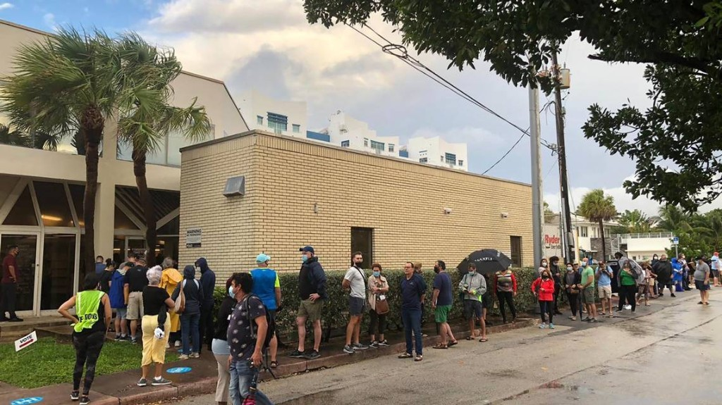 Florida voters get up before dawn — and wait — to vote early