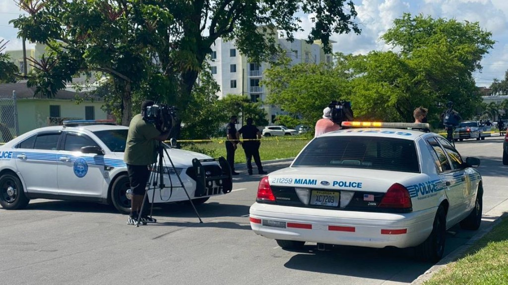 Three men wounded in shooting near Miami highway, and police are searching for clues