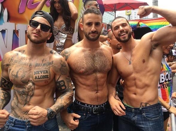Estrellas del espectáculo marchan por el orgullo gay