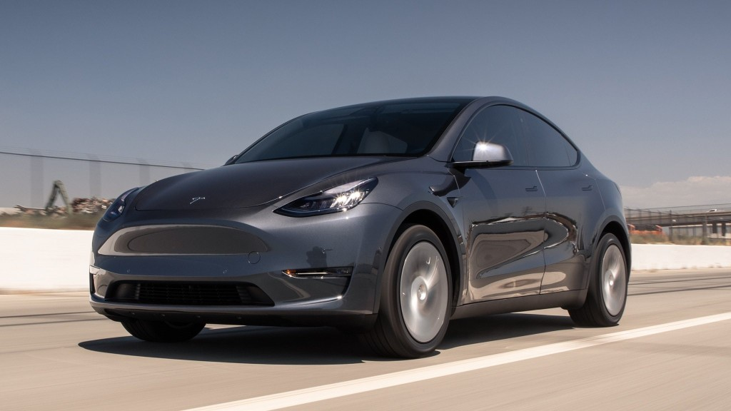 "2020 Tesla Model Y Dual Motor Long Range Tested: This Is the ""Slow"" One"